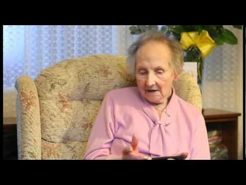 Ésta señora tiene 100 años y juega todos los día Nintendo DS