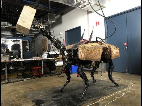 Este robot puede levantar y lanzar objetos pesados