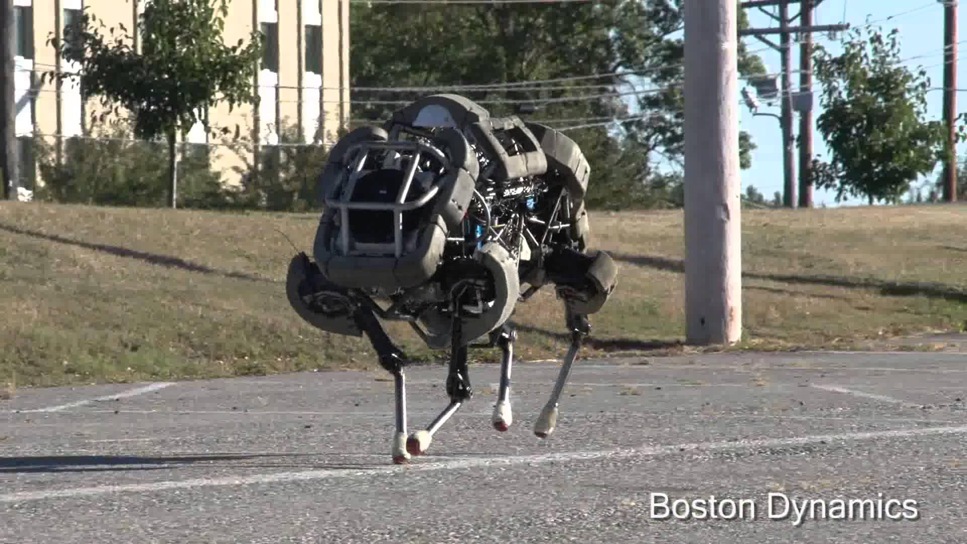 Checa las pruebas en campo abierto de un par de robots cuadrúpedos del Departamento de Defensa estadounidense