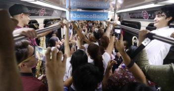 Jalisco Baile Usted - Guadalajara - Tren Ligero - Foto Salvador Tabares - Nine Fiction 002 (2)