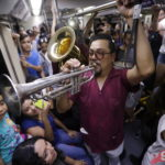 Jalisco Baile Usted - Guadalajara - Tren Ligero - Foto Salvador Tabares - Nine Fiction 011 (2)